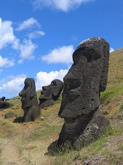 300px-Moai Rano raraku